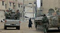 Des forces syriennes se massent aux abords de Douma, dernière poche rebelle dans la Ghouta orientale près de Damas, le 28 mars 2018 [STRINGER / AFP]