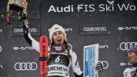L'Américaine Mikaela Shiffrin célèbre sa victoire dans le slalom géant de Courchevel le 21 décembre 2018 [JEFF PACHOUD / AFP]