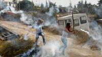 Etudiants palestiniens lors de heurts le 18 octobre 2015 à Hebron [HAZEM BADER / AFP/Archives]