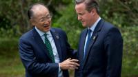 Le président de la Banque mondiale Jim Yong Kim et le Premier ministre britannique David Cameron le 27 mai 2016 lors du G7 à Shima [JIM WATSON / AFP]