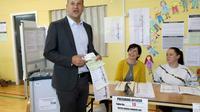 Le Premier ministre irlandais Leo Varadkar dans un bureau de vote lors des élections européennes, le 24 mai 2019 à Dublin [PAUL FAITH / AFP]