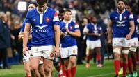 Les Français tête basse après la défaite au Stade de France 29-26 face à l'Afrique du Sud en tournée d'automne le 10 novembre 2018 [Anne-Christine POUJOULAT / AFP]