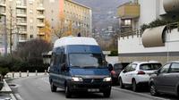 Un véhicule de la gendarmerie transportant Nordahl Lelandais, meurtrier présumé de la petite Maëlys, le 30 novembre 2017 à Grenoble [JEAN-PIERRE CLATOT / AFP/Archives]