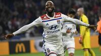 L'attaquant de Lyon Moussa Dembélé buteur lors de la victoire 2-0 à domicile face à Nîmes en 10e journée de L1 le 19 octobre 2018 [PHILIPPE DESMAZES / AFP]
