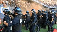 Les policiers interviennent lors des incidents survenus à Montpellier lors de la réception de Nîmes le 30 septembre 2018 [PASCAL GUYOT / AFP]