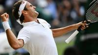 Roger Federer après sa victoire en demi-finale de Wimbledon contre Rafael Nadal, le 12 juillet 2019 [Daniel LEAL-OLIVAS / AFP]