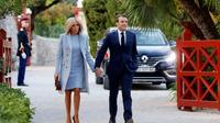 Emmanuel Macron et son épouse Brigitte arrivent à la villa Kérylos pour un dîner avec Xi Jinping et son épouse, à Beaulieu-sur-Mer dans les Alpes-Maritimes, le 24 mars 2019 [JEAN-PAUL PELISSIER / POOL/AFP]