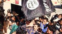 Photo publiée par le site jihadiste Welayat Salahuddin le 14 juin 2014 montrant de présumés prisonniers irakiens aux mains des soldats de l'Etat islamique [ / Welayat Salahuddin/AFP/Archives]