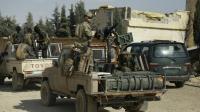 Les forces démocratiques syriennes et un militaire américain dans la province de Raqa, le 25 mai 2016 [DELIL SOULEIMAN / AFP/Archives]