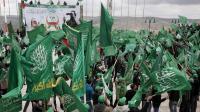 Des militants du Hamas agitent les drapeaux de leur parti, lors d'un rassemblement à Naplouse le 22 avril 2013 [Jaafar Ashtiyeh / AFP/Archives]