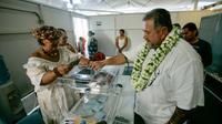 Dans un bureau de vote de Faaa, en Polynésie française, le 3 juin 2017 [©Gregory Boissy / AFP]