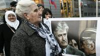 Munira Subasic, survivante du massacre de Srebrenica et présidente du mouvement des Mères de Srebrenica et de Zepa, devant le Tribunal pénal international pour l'ex-Yougoslavie, le 22 novembre 2017 à La Haye [JOHN THYS / AFP]