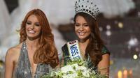 Miss Tahiti Vaimalama Chaves élue Miss France 2019, au côté de Miss France 2018 Maeva Coucke, à Lille le 15 décembre 2018 [FRANCOIS LO PRESTI / AFP]