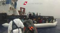 Opération de sauvetage de migrants le 27 mai 2016 au large de la Sicile [STR / AFP]