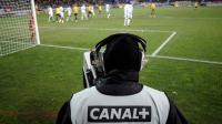 Un caméraman de Canal+ au stade Bonal à Sochaux, en 2008 lors d'une rencontre de Ligue 1 [Jeff Pachoud / AFP/Archives]