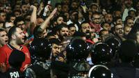 Photo d'une manifestation contre la hausse des prix et un projet fiscal, le 2 juin 2018 devant les bureaux du Premier ministre jordanien à Amman [Khalil MAZRAAWI / AFP]