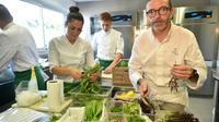Le chef Sébastien Bras dans la cuisine de son restaurant Le Suquet, le 2 septembre 2017 à Laguiole, dans l'Aveyron [REMY GABALDA / AFP/Archives]