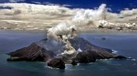 Le volcan Whakarri ou White Island en Nouvelle-Zélande le 29 novembre 1999 [TORSTEN BLACKWOOD / AFP/Archives]