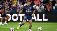 L'attaquant du PSG Neymar à l'échauffement avant le match face à Caen le 12 août 2018 [GERARD JULIEN / AFP]