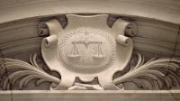 Photo prise le 17 octobre 2011 au Palais de justice de Paris d'un relief représentant le blason de la justice et sa balance [Jacques Demarthon / AFP/Archives]