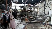 Décombres après un raid aérien mené par la coalition arabe, le 9 août 2016 sur Sanaa [MOHAMMED HUWAIS / AFP]