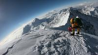 Sur cette photo d'archives du 17 mai 2018, des alpinistes approchent du sommet de l'Everest par la face sud, située au Népal. [Phunjo LAMA / AFP/Archives]