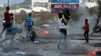Des jeunes palestiniens affrontent les forces de sécurité israéliennes près de Naplouse le 13 octobre 2015 [JAAFAR ASHTIYEH / AFP/Archives]