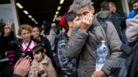 Des réfugiés à leur arrivée le 6 septembore 2015 à la gare de Dortmund en Allemagne [MAJA HITIJ / DPA/AFP]