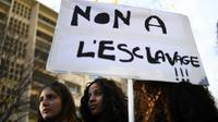 Manifestation pour dénoncer l'esclavage de migrants africains en Libye, le 25 novembre 2017 à Paris [ANNE-CHRISTINE POUJOULAT / AFP]