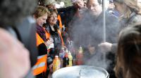 François Hollande lors de la campagne présidentielle le 24 février 2013 sur le site d'ArcelorMittal à Florange (Moselle) [Jean-Christophe Verhaegen / AFP]