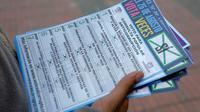Prospectus anti-corruption distribués à Bogota le 22 août 2018, avant une consultation nationale [John VIZCAINO / AFP]