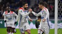Les Lyonnais Nabil Fekir et Houssem Aouar ont tous les deux marqué dans le large succès de l'OL sur Monaco au Parc OL, le 16 décembre 2018 [ROMAIN LAFABREGUE / AFP]