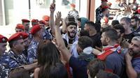 Des manifestants rassemblés devant le siège du Parlement dans le centre de Beyrouth le 19 novembre 2019 [JOSEPH EID / AFP]