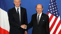 Le ministre de l'Economie Bruno Le Maire (G) en compagnie du secrétaire américain au Commerce Wilbur Ross (D), le 31 mai 2018, au ministère des Finances à Paris [JACQUES DEMARTHON / AFP]