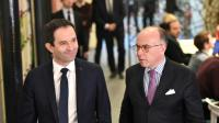 Benoît Hamon et Bernard Cazeneuve au QG de camapagne du candidat socialiste le 9 mars 2017 à Paris [GEOFFROY VAN DER HASSELT / AFP]
