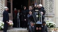 L'actrice Macha Méril, épouse de Michel Legrand, suit le cercueil de son mari, lors de ses obsèques à la cathédrale orthodoxe Saint-Alexandre-Nevsky, le 1er février 2019 à Paris [Alain JOCARD / AFP]