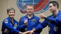 L'Américaine Peggy Whitson (g), le commandant de bord russe Oleg Novitsky et le spationaute français Thomas Pesquet à Baïkonour, le 16 novembre 2016 [Kirill KUDRYAVTSEV / AFP]