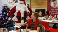 """Le """"secrétariat du Père Noël""""  met les bouchées doubles pour répondre à un million de lettres le 18 décembre 2015 à Libourne [NICOLAS TUCAT / AFP]"""