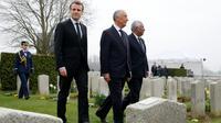 Emmanuel Macron avec le président portugais Marcelo Rebelo de Sousa (C), lors d'une cérémonie commémorant le centenaire de la Première guerre mondiale, au cimetière militaire portugais de Richebourg le 9 avril 2018  [PASCAL ROSSIGNOL / POOL/AFP/Archives]