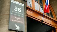 Une peine de sept ans d'emprisonnement avait été requise mercredi contre les deux policiers jugés aux assises à Paris pour le viol d'une touriste canadienne en avril 2014 au 36 Quai des orfèvres. [Bertrand GUAY / AFP/Archives]