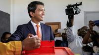 L'un des deux finalistes de la présidentielle malgache, Andry Rajoelina, vote au second tour, le 19 décembre 2018, à Antananarivo. [GIANLUIGI GUERCIA / AFP/Archives]