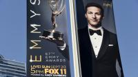 Andy Samberg sur l'affiche des Emmy Awards le 18 septembre 2015 à Los Angeles en Californie [ROBYN BECK / AFP]
