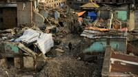 Un Népalais traverse les décombres du tremblement de terre à Katmandou, le 26 mai 2015 [Ishara S.KODIKARA / AFP/Archives]