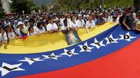 Des manifestants anti-Maduro marchent vers le siège de l'Eglise catholique à Caracas, le 22 avril 2017 [FEDERICO PARRA                       / AFP/Archives]