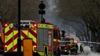 Dix camions et soixante-dix hommes ont été déployés pour tenter de maitriser les flammes sur le marché de Camden Lock prisé des touristes le week-end [JUSTIN TALLIS / AFP/Archives]