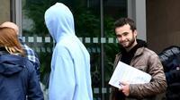 Le procès à Gap de trois militants poursuivis pour avoir aidé des migrants à entrer en France a été renvoyé le 31 mai 2018 au 8 novembre [JEAN-PIERRE CLATOT / AFP]