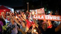 Des soutiens de l'ancien président Luiz Inacio Lula da Silva manifestent à Curitiba (sud), le 31 août 2018 [Heuler Andrey / AFP]
