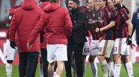 Les joueurs de l'AC Milan et leur entraîneur Gennaro Gattuso fêtent leur victoire sur Bologne, le 10 décembre 2017 à San Siro [MARCO BERTORELLO / AFP/Archives]