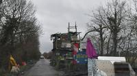 Une cabane construite sur la route traversant la Zad de Notre-Dame-des-Landes, le 9 janvier 2018 [LOIC VENANCE / AFP]