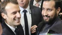 Emmanuel Macron, accompagné d'Alexandre Benalla, au Salon de l'Agriculture le 24 février 2018 [Ludovic MARIN / AFP/Archives]